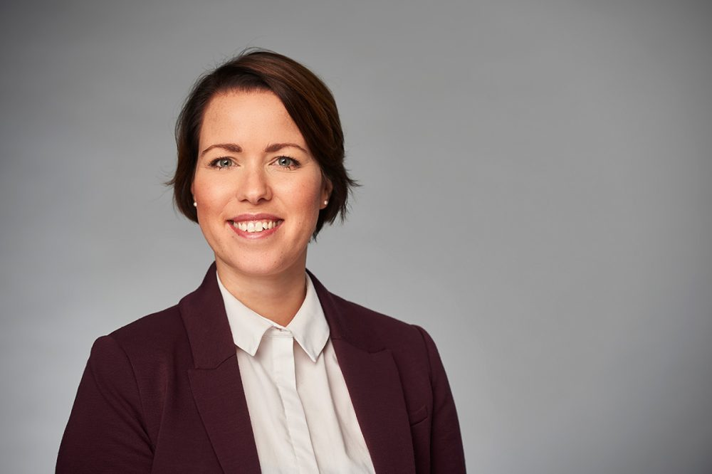 Portraitfoto von Anna Schingen, Chief Product Officer, verantwortlich für Marketing & Produktentwicklung