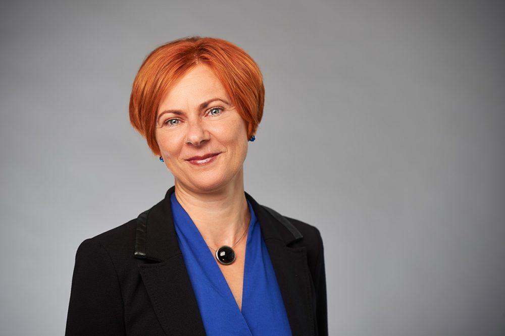 Portraitfoto von Sandra Froede, Direktorin Finanzen