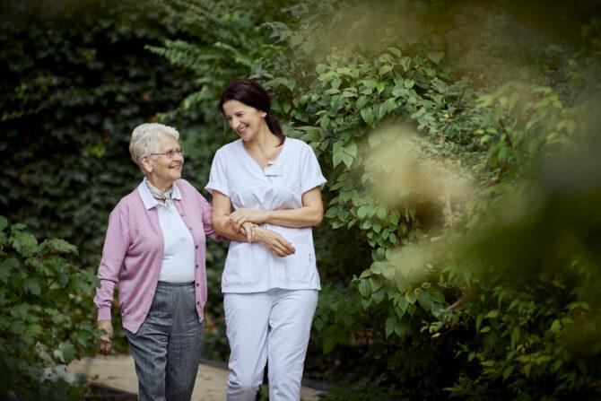 Die Herausforderungen an Pflegebedürftige, Angehörige und Pflegekräfte