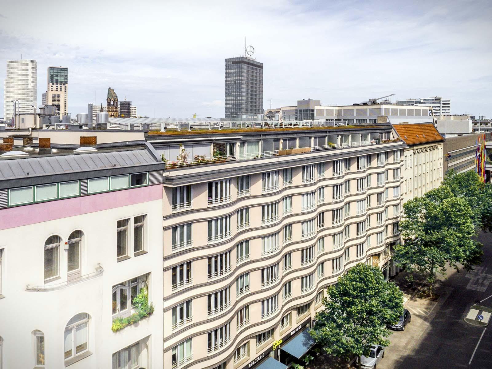 Außenansicht der Tertianum Residenz Berlin mit Europacenter und Gedächtniskirche im Hintergrund